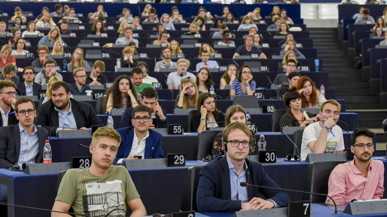 European Youth Event #EYE2018 - Discussion YOUNG AND OLD: keeping up with the digital revolution ' Youth unemployment: The race to zero '