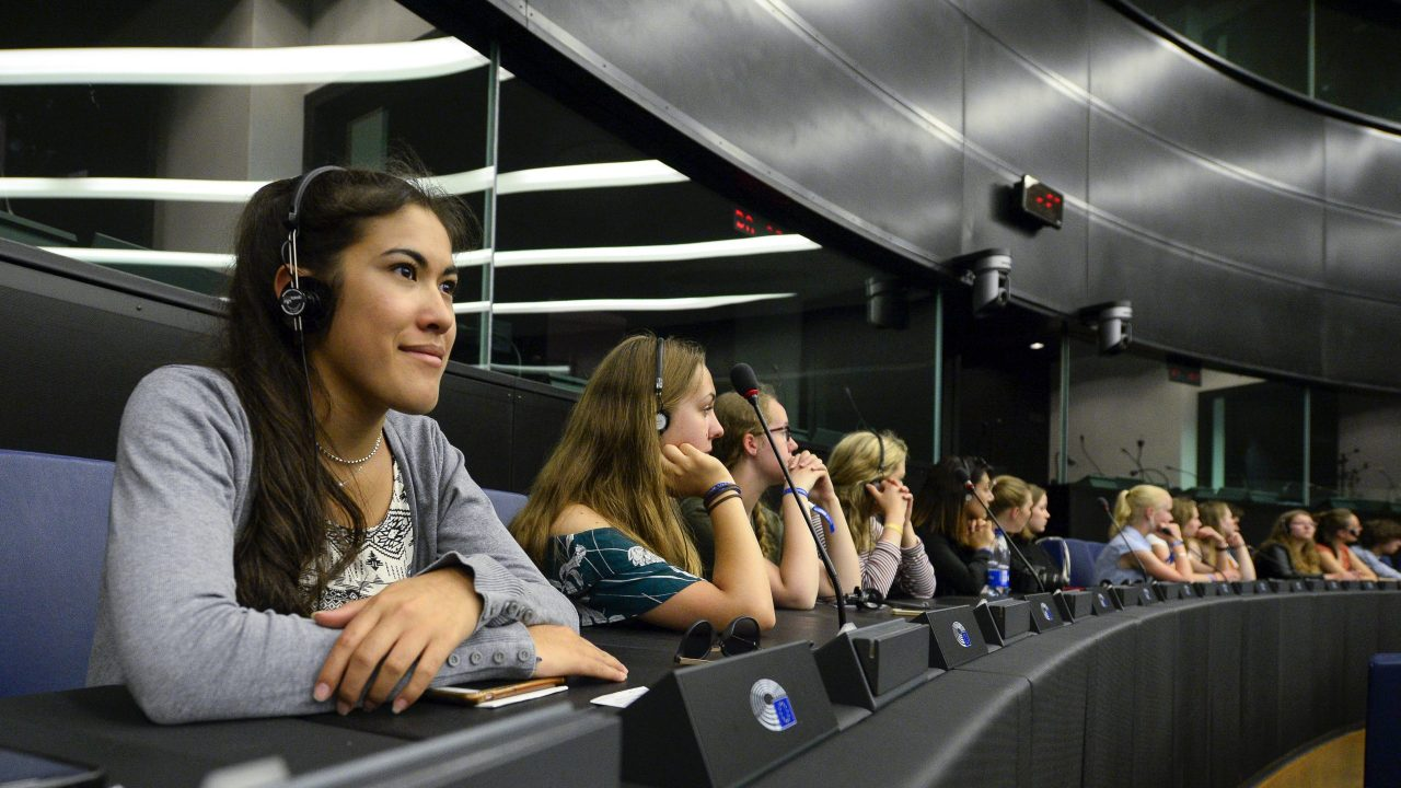 European Youth Event #EYE2018- Discussion APART AND TOGETHER: working out for a stronger Europe ' New citizens: Finding a place in this world '