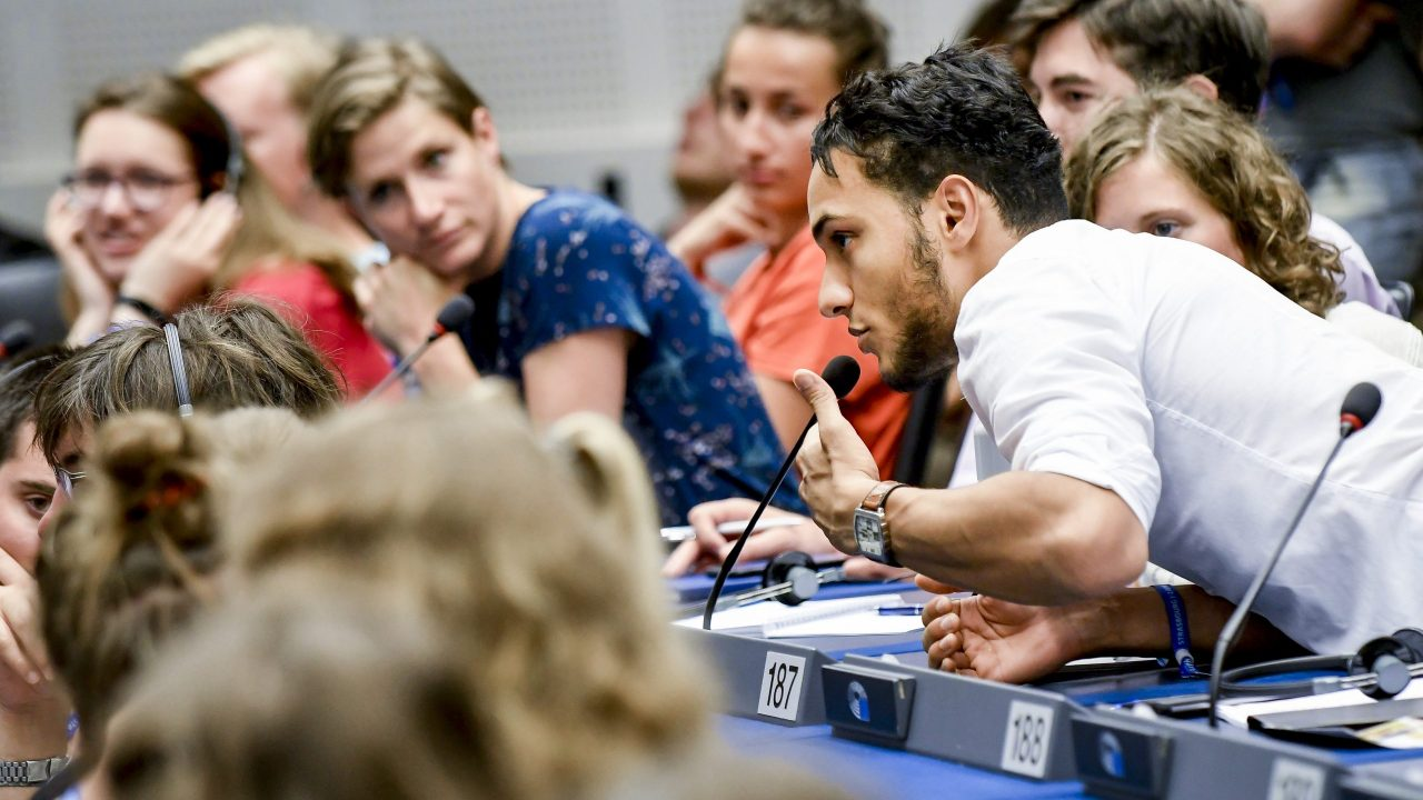 European Youth Event 2018 - #EYE2018 - Debate RICH AND POOR: calling for a fair share 'World happiness index: Where the happy people are'